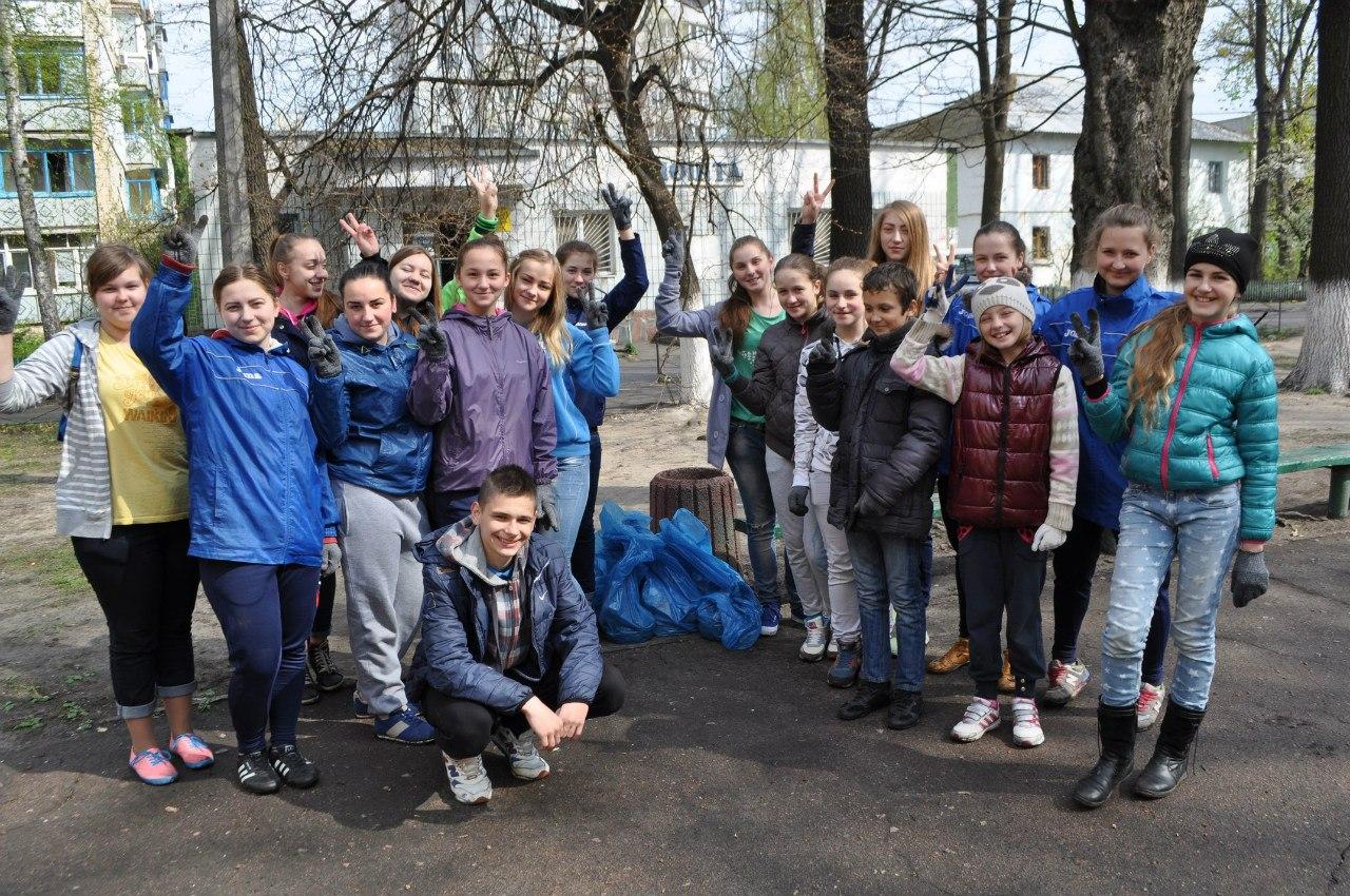 Зробимо Україну чистою, LetsdoitKocub, прибирання, суботник, Коцюбинське, сміття, Біличанка, футзал, спортсменки, ДЮСШ, акція